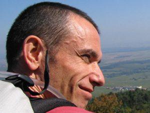 Henri-Pierre Michaud a fait de l'Outdoor Business Coaching son nouveau métier. Il accompagne des dirigeants et des équipes en marchant à pied dans un environnement naturel. Il est pionnier de l'Outdoor Business Coaching.